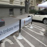 The British Embassy (Vienna) using the Tigrox queue banner system to manage outdoor visitor parking.